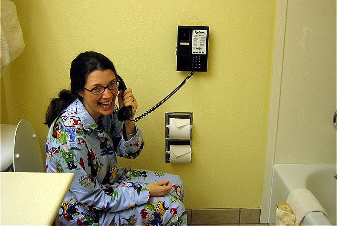 Phòng tắm của khách sạn 4-5 sao phải có điện thoại cho khách sử dụng.
