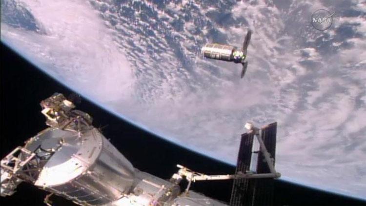 Tàu hàng Cygnus đến ISS ngày 23/10. (Ảnh: NASA TV).
