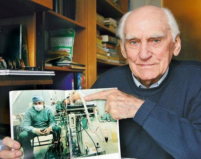 Tadeusz Zitkevits - người đàn ông được ghép tim khi đó đã giữ bức ảnh như một tấm bùa hộ mệnh.