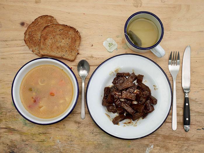 Hai tử tù đã yêu cầu phần ăn đặc biệt gồm soup, thịt, bánh mì nướng và trà.