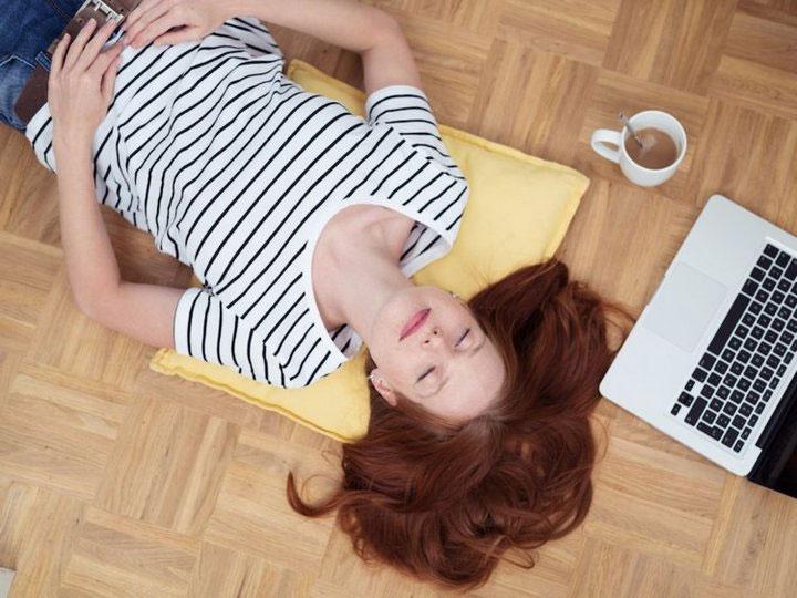 Khó ngủ khiến chúng ta mệt mỏi, bực bội và khó tập trung trong ngày.