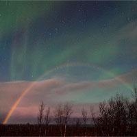 Cầu vồng Mặt Trăng và cực quang cùng xuất hiện ở Thụy Điển