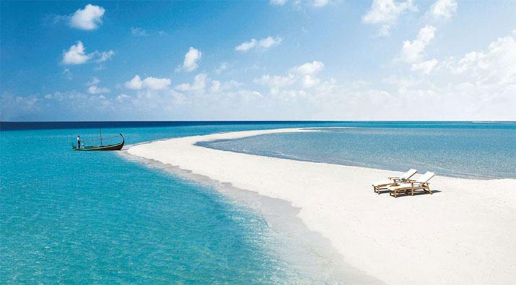Màu xanh của nước biển được quyết định hoàn toàn bởi ánh sáng mặt trời.