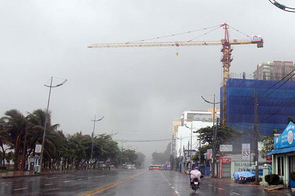Một cận cẩu thi công công trình trên đường Thùy Vân, Vũng Tàu.