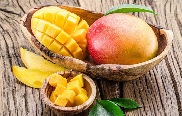 Xoài chứa axit tartaric, axit malic, và vết axit citric, tất cả đều giúp duy trì độ kiềm.