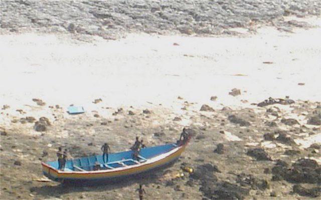 2 ngư dân xấu số bị người Sentinel sát hại vào năm 2006 sau khi ghé hòn đảo để bắt cua.