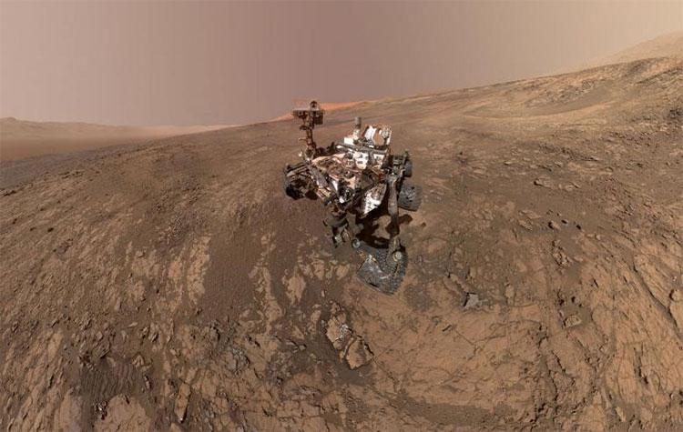 Hình ảnh xe tự hành Curiosity Mars đang làm nhiệm vụ khám phá bề mặt Sao Hỏa