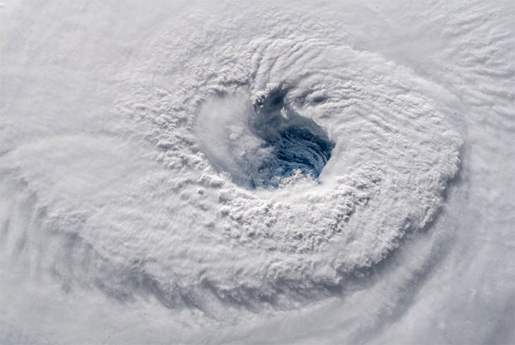 Ảnh chụp mắt bão Florence hôm 12/9 khi cơn bão đang hoành hành tại Bờ Đông nước Mỹ.