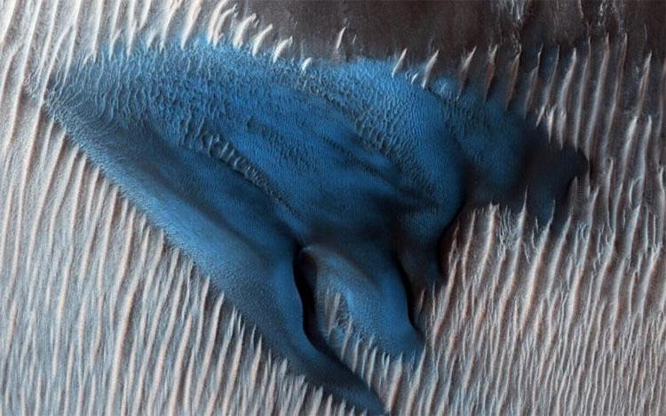 Một đụn cát trên Sao Hỏa được quan sát hôm 24/1 bởi tàu thăm dò Sao Hỏa (MRO).