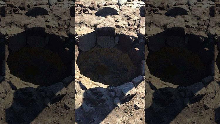 Các nhà khảo cổ phát hiện thấy nhiều tàn tích của than, lúa mạch, yến mạch ở đây.