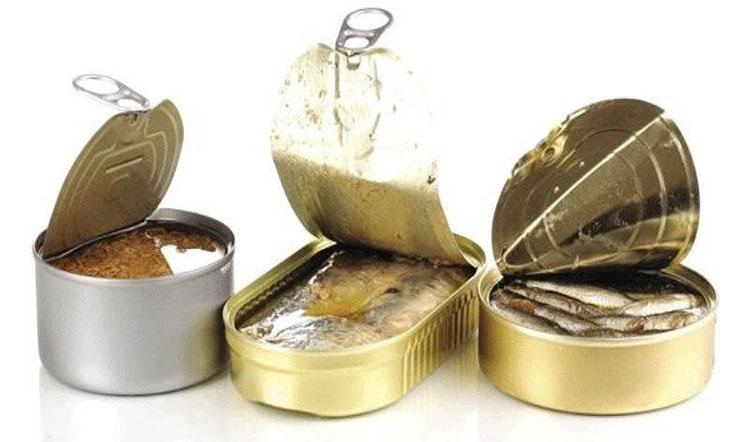 Vỏ hộp phồng lên, hoặc bị méo móp người tiêu dùng cần nghĩ ngay đến việc thực phẩm bên trong hộp đã bị hỏng.
