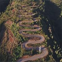 Con đường dài hơn 6km có tới 68 khúc cua ở Trung Quốc