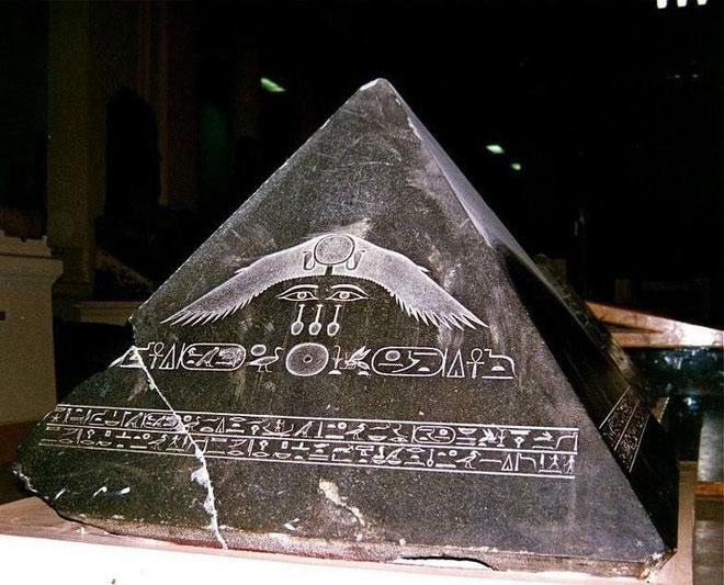 Đỉnh của một kim tự tháp