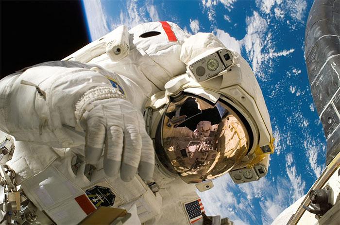 Việc sống bên ngoài không gian có thể ảnh hưởng tiêu cực lên hệ miễn dịch của cơ thể.