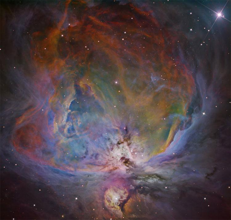 Hình ảnh của tinh vân Orion được xử lý bằng quy trình in 6 màu chồng.