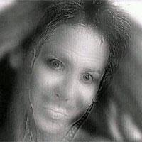 """Lý giải bức ảnh """"kinh dị"""" khiến cư dân mạng hoảng sợ: cô gái trong ảnh chỉ cười khi bạn nheo mắt lại"""