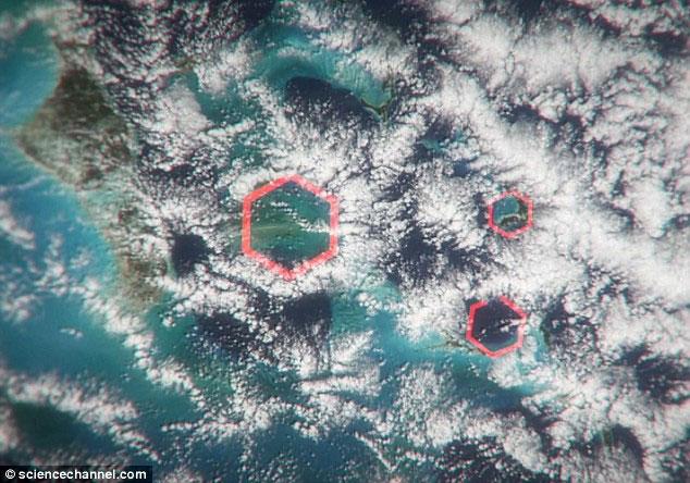 Các đám mây lục giác từng được dùng để giải thích bí ẩn Bermuda.