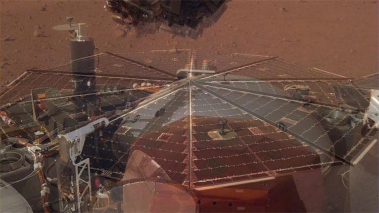 Tiếng ồn phát ra do gió sao Hỏa thổi vào các tấm pin năng lượng mặt trời của InSight và do con tàu rung lắc.