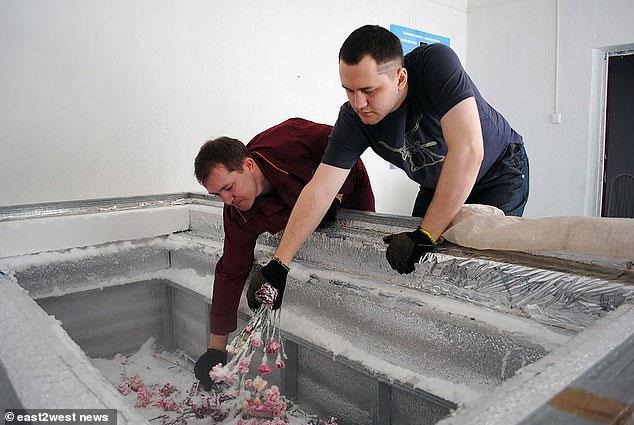 Thi thể thiên tài khoa học Nga được bảo quản trước khi đem đông lạnh.