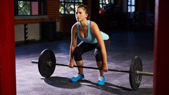 Khi bạn nâng tạ với tốc độ nhanh hoặc nâng tạ quá nặng, các sợi cơ của bạn có thể bị mỏi.