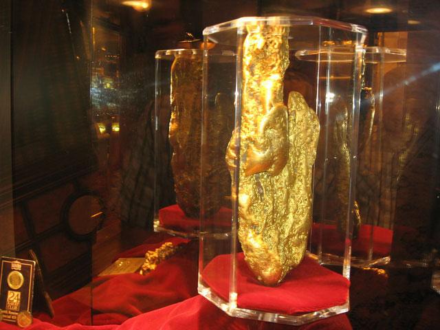 """Quặng vàng lớn nhất thế giới từng được tìm thấy là """"Welcome Stranger"""""""