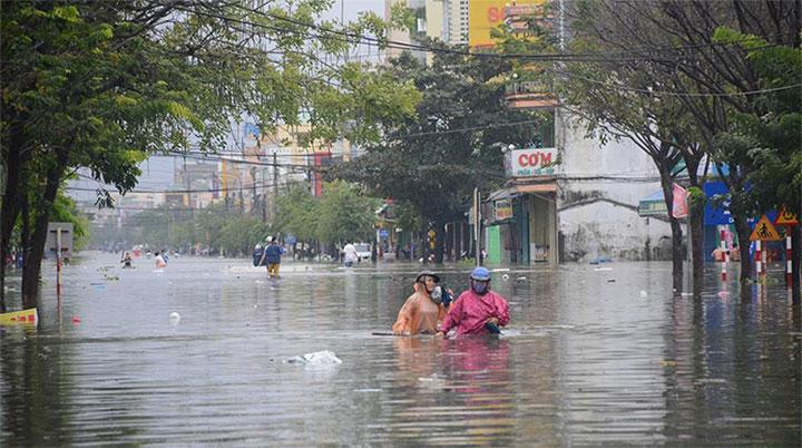 Quảng Nam mưa lớn kéo dài, nhiều nơi ngập sâu.