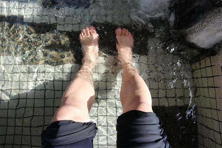 Ngâm chân trong nước ấm