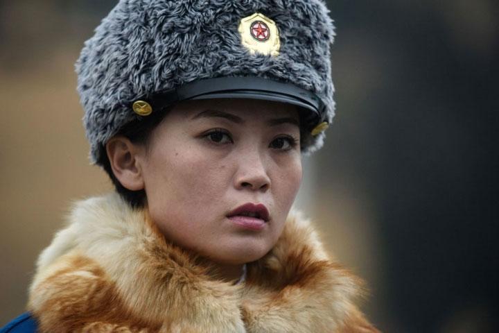 Gương mặt một nữ cảnh sát giao thông trên đường phố ở Bình Nhưỡng.