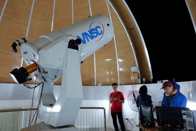 Kính này có thể  đo phổ vạch của các sao để thu thông tin về loại sao, tốc độ quay và độ lớn từ trường trên bề mặt sao