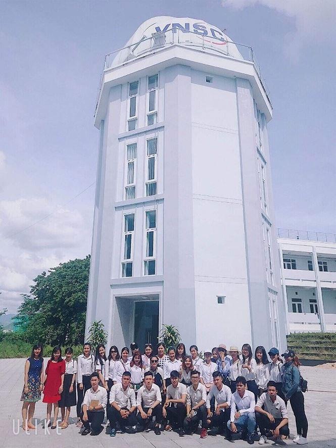 Sinh viên Đại học Quảng Nam đến thăm quan Đài Thiên văn Nha Trang.