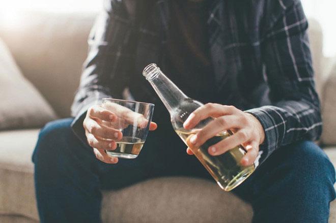 Lạm dụng rượu có thể ảnh hưởng nghiêm trọng tới chất lượng tinh trùng.