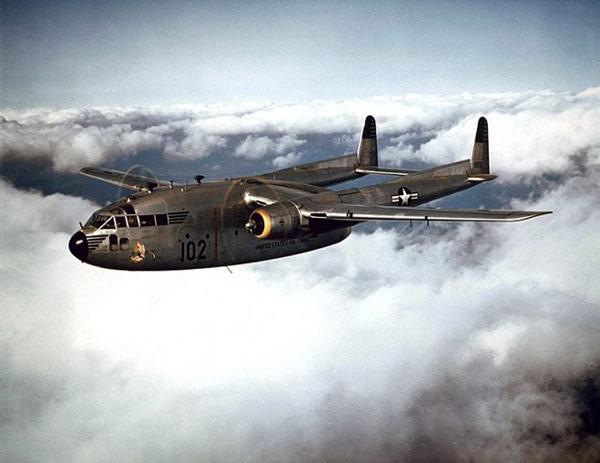 Một chiếc US Air Force Fairchild C-119B-10-FA Flying Boxcar của Đội Không vận 314th vào năm 1995