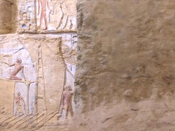 Ngôi mộ cổ vẫn còn màu sắc nguyên vẹn