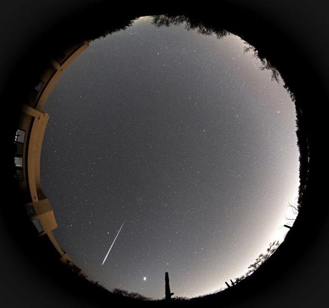 Eliot Herman đến từ Tucson, Arizona, Mỹ cho biết chụp được hơn 100 vệt sao băng trong khoảng thời gian từ 2h30 tới 5h sáng 14/12
