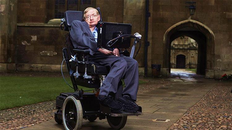 GS Stephen Hawking ngồi trên xe lăn và mục tiêu lớn nhất là hiểu biết đầy đủ về vũ trụ.
