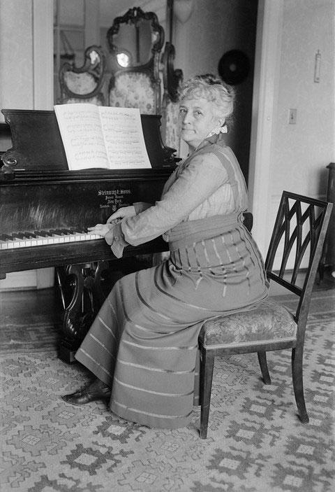 Những năm tháng cuộc đời sau đó, Teresa Carreño tiếp tục đi khắp nơi trên thế giới để biểu diễn Piano.