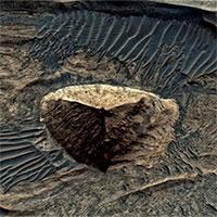 Vật thể nghi kim tự tháp ba mặt trên sao Hỏa