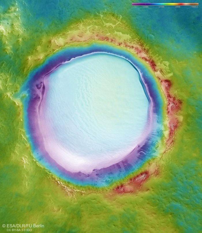 Ảnh quang phổ về miệng núi lửa Korolev.
