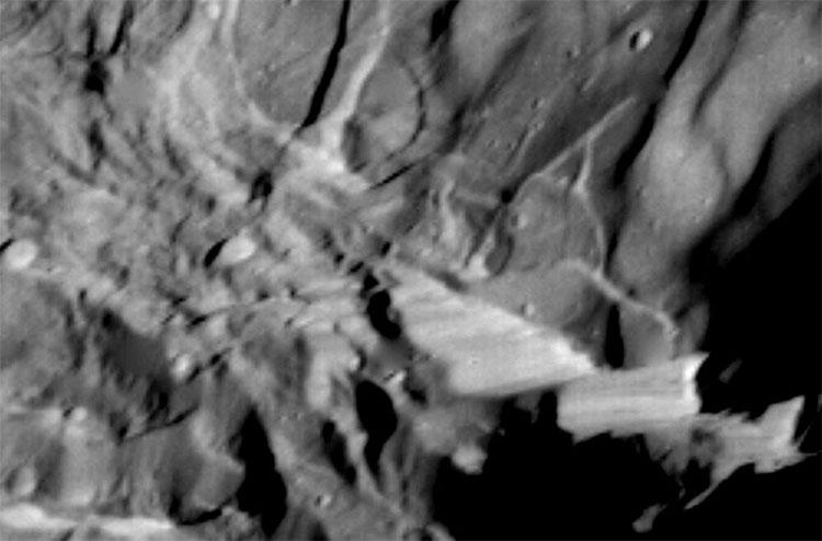 Những vách đá thẳng đứng ở Miranda