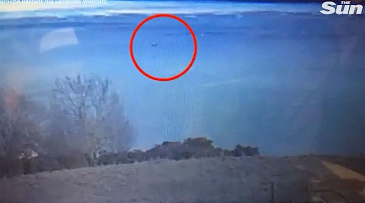 Hình ảnh được cho là quái vật hồ Loch Ness qua webcam.