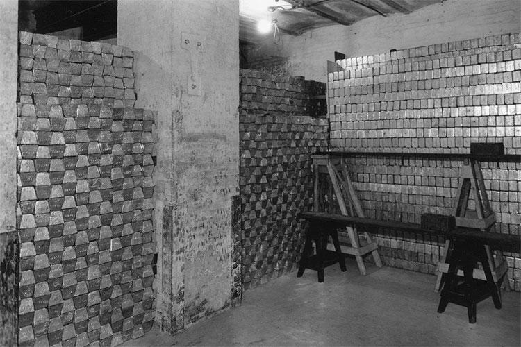 Căn phòng chất đầy vàng được cho là được quân đội Mỹ tìm ra tại Philippines dù chưa được kiểm chứng.