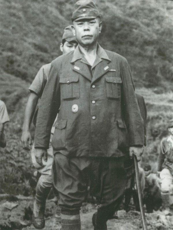 Tướng Yamashita ra hàng quân đội Mỹ tại Philippines.