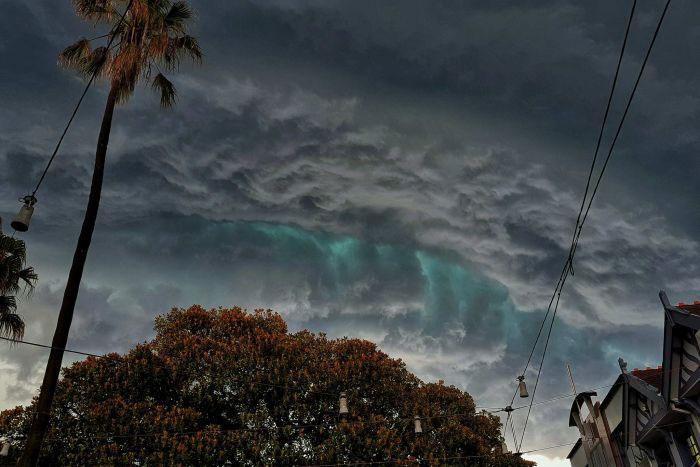 Cơn bão hôm thứ Năm tuần trước giống như cảnh trong các câu truyện kinh dị.