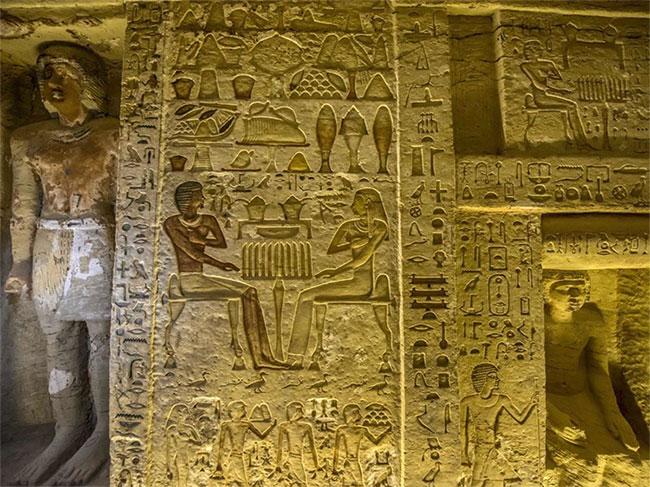 Một góc bên trong ngôi mộ cổ của thầy cúng Wahtye.