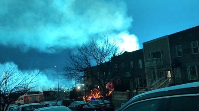 Vụ nổ biến áp xảy ra tại nhà máy Con Edison, khu Astoria, quận Queens.