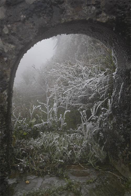 Cảnh vật tại Mẫu Sơn bị lớp băng dày 5cm phủ kín.