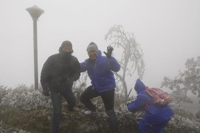 Nhiều người đổ tới Mẫu Sơn khi nghe tin nơi đây có tuyết.