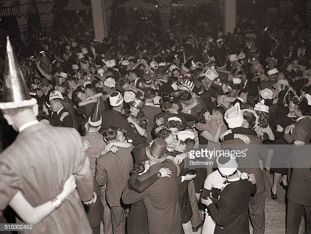 Đêm giao thừa ở Diamond Horse-shoe, thành phố New York, ngày 31/12/1941.