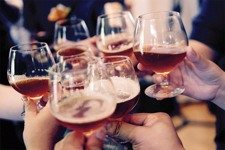 Nồng độ cồn làm cho những người uống cảm thấy tự tin hơn về kỹ năng nói tiếng nước ngoài.