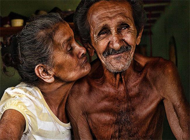 Sự gắn bó + Quan tâm + Sự thân mật = Tình yêu tột bậc